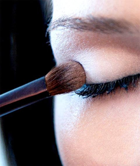 Než začnete s lepením mihalníc... krok 1 | foto: bigboxsave.com