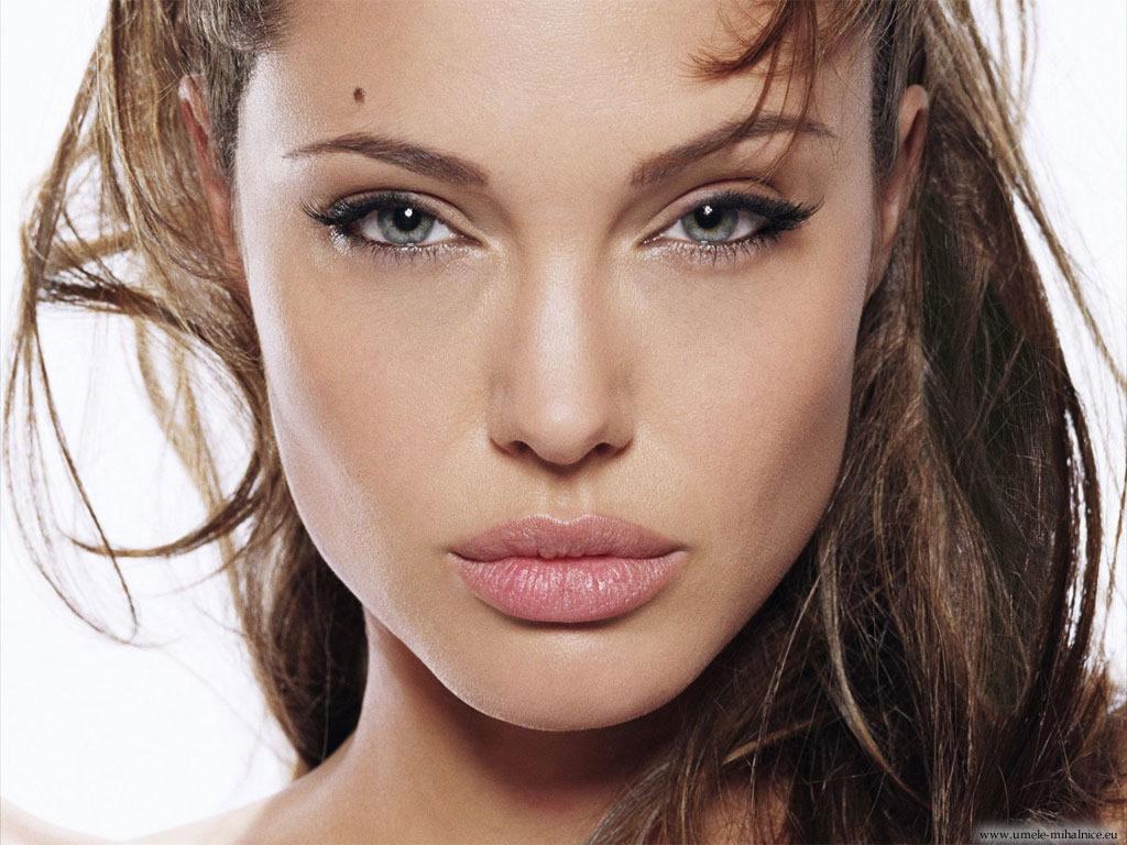 Angelina Jolie trsy umelých mihalníc | hdwallpapersarena.com