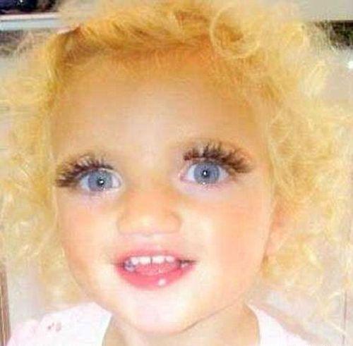 Dvojročná dcéra Katie Price s umelými mihalnicami